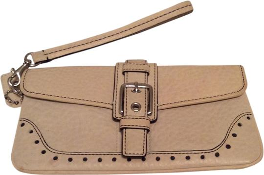 Preload https://item5.tradesy.com/images/coach-white-leather-wristlet-1997119-0-0.jpg?width=440&height=440