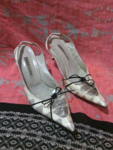 Manolo Blahnik Snakeskin Vintage Leather Faux Leather MANOLO BLAHNIC Beige Pumps