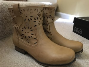 MIA New In Box Heel Height: 1 Inch Shaft: 6.5 Inches Taupe Boots