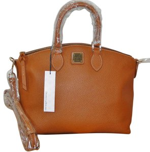 Dooney & Bourke Fa968cm Satchel in Camel