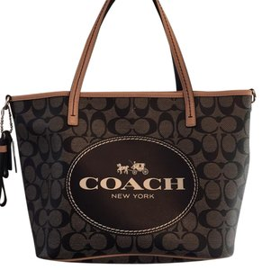 Coach Tote in Black/Tan
