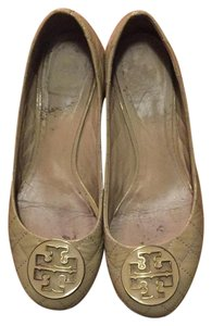 Tory Burch Patent beige Pumps