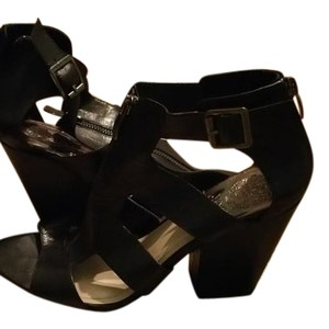 Vince Camuto Comfortable Black Sandals