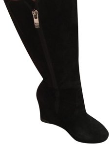 Vince Camuto Black. Silver zippers and heel plate. Boots