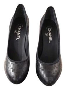 Chanel Logo Leather Black/White Pumps