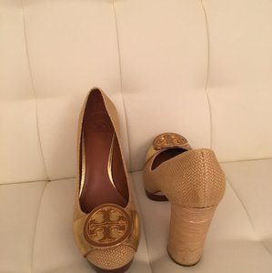 Tory Burch Tan, brown and gold Pumps