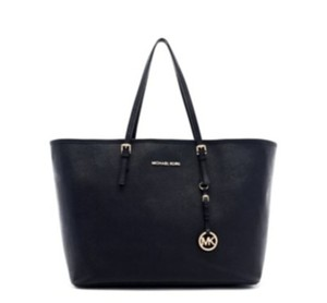 Michael Kors New Iwth Tags Tote in BLACK