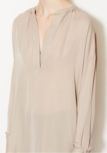 Vince Silk Neutral Top beige