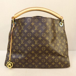 Louis Vuitton Lv Canvas Artsy Mm Tote in monogram