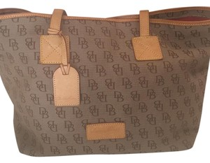 Dooney & Bourke Tote in Brown/Amber