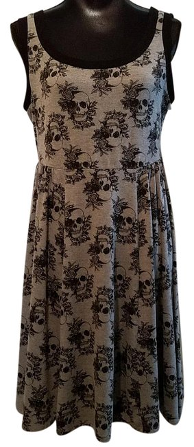 Item - Gray and Black Skull Graphic Sleeveless Mid-length Short Casual Dress Size 12 (L)