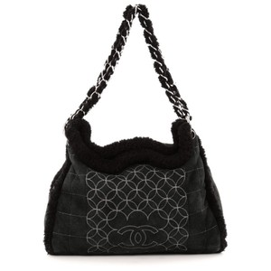 Chanel Suede Shearling Tote in Black