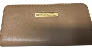 Michael Kors Michael Kors Zipper Checkbook wallet