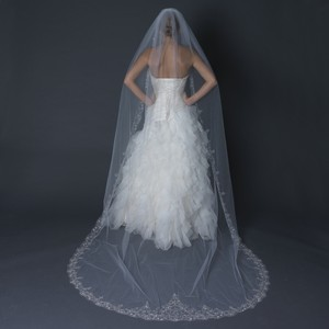 Elegance by Carbonneau White Long Single Layer Cathedral Length Scalloped Edge / V-1568-1c Bridal Veil