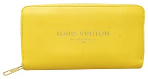 Louis Vuitton Louis Vuitton Logo Zippy wallet Bag