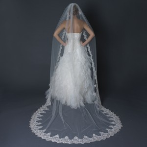 Elegance by Carbonneau Ivory Long Single Layer Cathedral Length Scalloped Edge V-1140-1c Bridal Veil