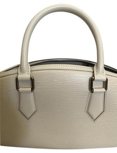 Louis Vuitton Tote in Ivory White