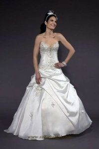 Liz Fields 9153 Wedding Dress
