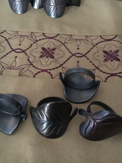 Preload https://img-static.tradesy.com/item/19996985/restoration-hardware-napkin-rings-dark-brass-set-of-4-tableware-0-0-540-540.jpg