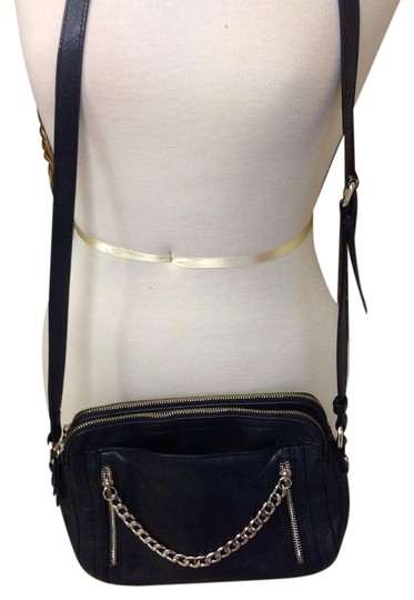 Preload https://item2.tradesy.com/images/b-makowsky-black-leather-cross-body-bag-19997251-0-1.jpg?width=440&height=440