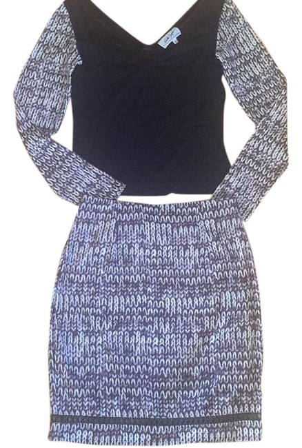 Preload https://img-static.tradesy.com/item/19997858/black-and-white-skirt-suit-size-4-s-0-1-650-650.jpg