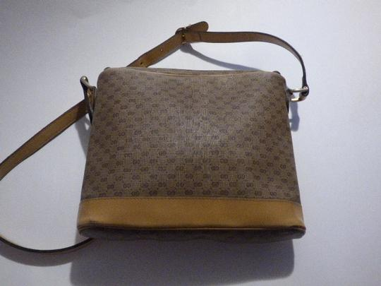 Gucci Rare And Unique Mint Vintage Mod And Chic Unique Curved Top Two-way Style Cross Body Bag