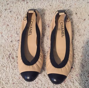 Chanel Cc Logo Patent Leather Black and beige Flats