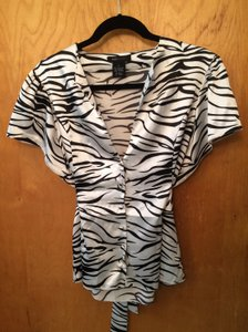 BCBGMAXAZRIA Classic Chic Fitted Animal Print Zebra Top Black/Cream Zebra