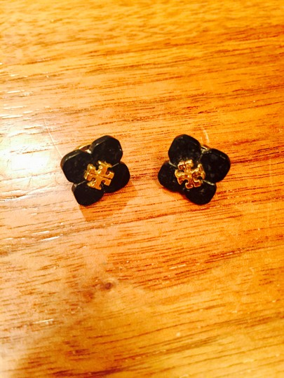 Preload https://item2.tradesy.com/images/tory-burch-black-and-gold-stud-flower-earrings-19998216-0-0.jpg?width=440&height=440