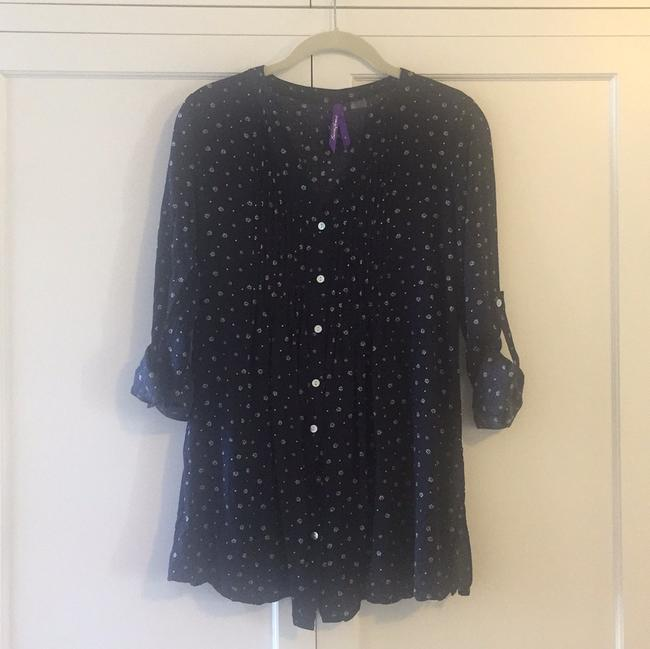 Preload https://item4.tradesy.com/images/seraphine-navy-maternity-button-down-top-size-6-s-28-19998233-0-1.jpg?width=400&height=650