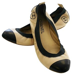 Chanel Leather Beige/Black Flats