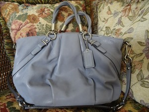 Coach Interior Pockets Zip Closure Hang Tag Strap Silver Hardware Shoulder Bag