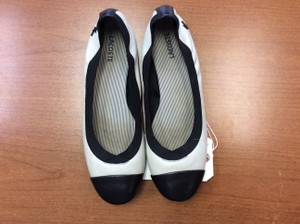Lacoste Stretchy & Size 10b Casual Light Gray & Black Flats
