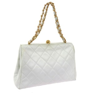 Chanel Quilted Quilted Louis Vuitton Shoulder Bag