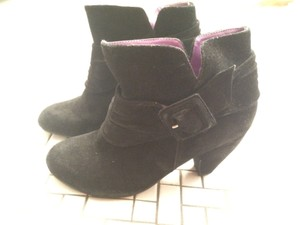 We Who See Ankle Round Toe Vegan Black Boots
