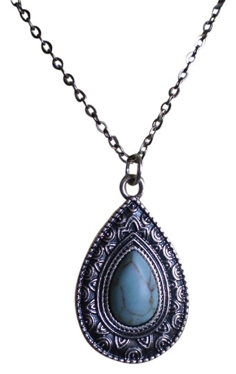 Preload https://img-static.tradesy.com/item/20000466/nwot-faux-turquoise-necklace-0-1-540-540.jpg