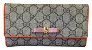 Gucci Bow GG Supreme Continental Wallet