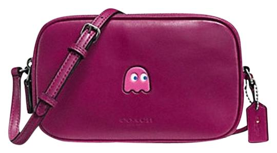 Preload https://item2.tradesy.com/images/coach-pac-man-pouch-in-calf-f55743-new-fuschia-leather-cross-body-bag-20002456-0-1.jpg?width=440&height=440