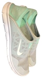 Nike White and green Flats