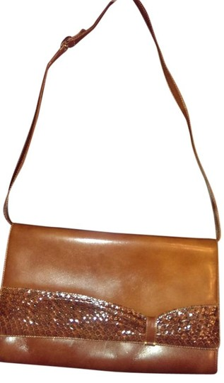 Preload https://img-static.tradesy.com/item/20003184/italian-rich-brown-leather-shoulder-bag-0-2-540-540.jpg