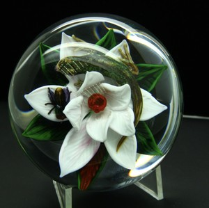 Unique Rick Ayotte Lizard And Fly On The Flower Art Glass Paperweight