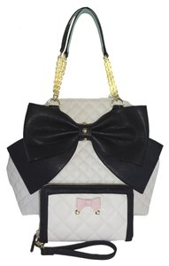 Betsey Johnson Extra Large Mint Trim Tote in bone