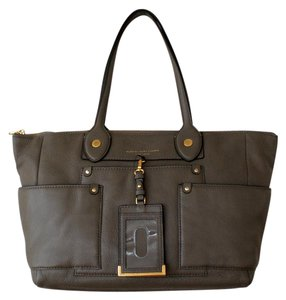 Marc by Marc Jacobs Beige Shoulder Leather Brown Tote in Puma Taupe