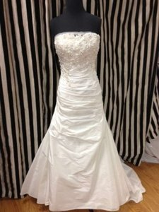 Enzoani Ivory Taffeta/Beading Calgary Traditional Dress Size 12 (L)