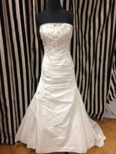 Enzoani Ivory Taffeta/Beading Calgary Traditional Wedding Dress Size 12 (L)