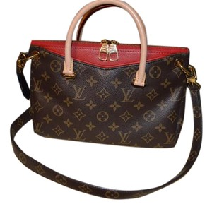 Louis Vuitton Canvas Lv Tote in Monogram/Cherry