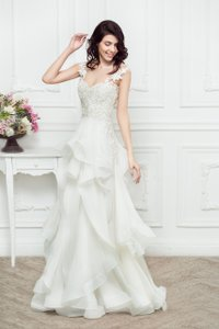 Reem Acra 5135 Beautiful Girl Wedding Dress