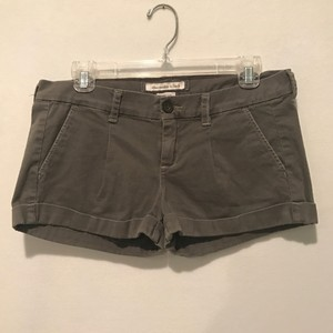 Abercrombie & Fitch Cuffed Shorts Green