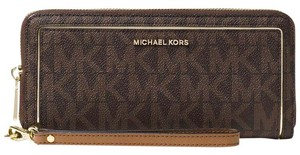 Michael Kors Michael Kors Frame Out Travel Continental Wallet