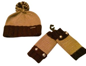 Michael Kors Michael Kors Cable Knit-Tech Hat Built-In Headset Fingerless Gloves